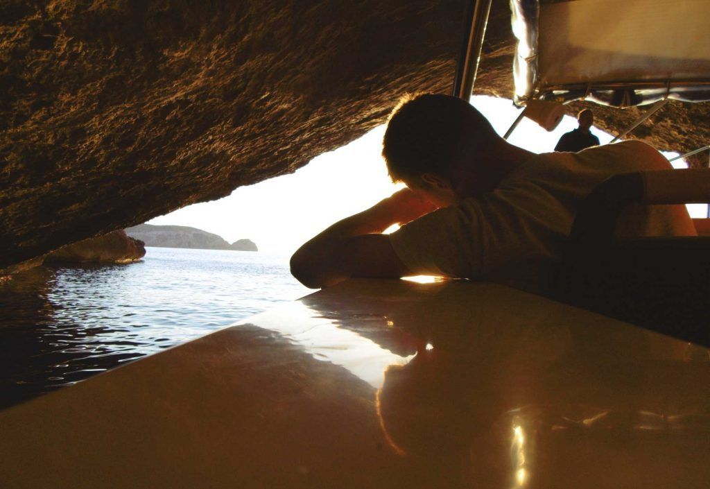 La Cueva Azul, Isla Cabrera