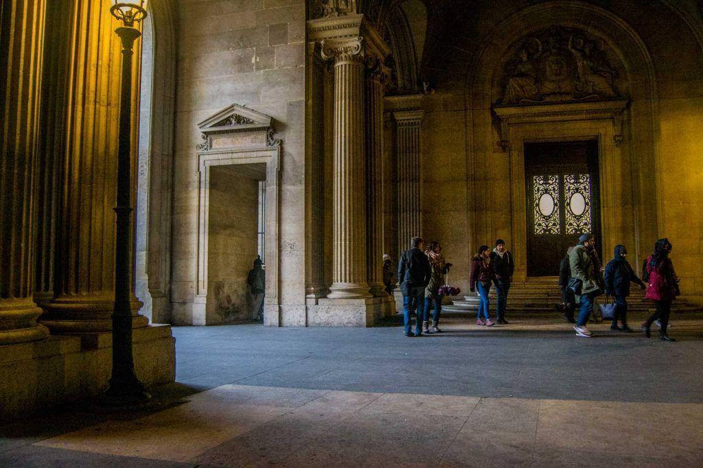 Entrada del Museo del Louvre