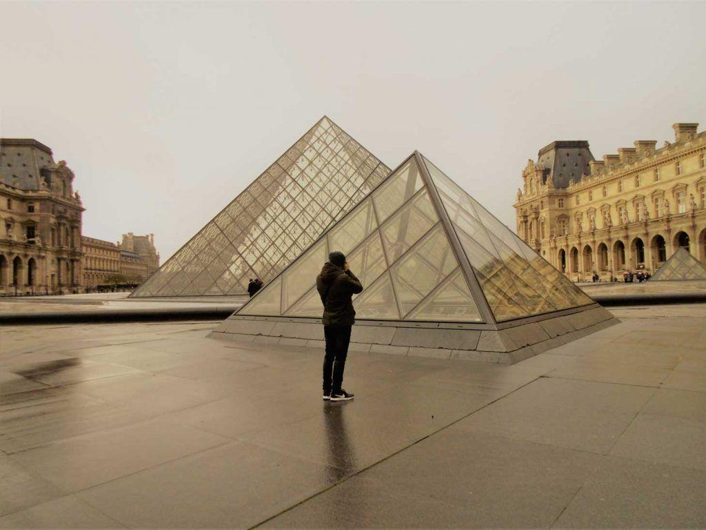 Pirámide Louvre, París