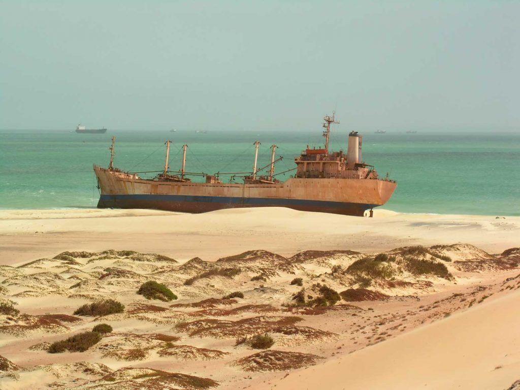 Barco encallado Mauritania