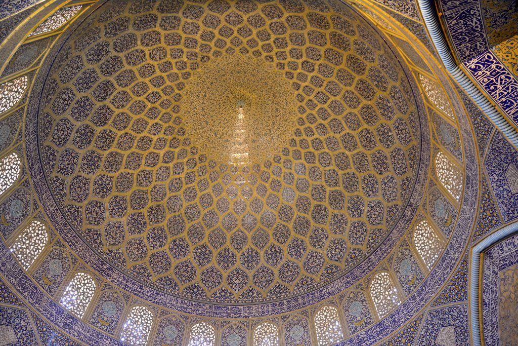 Bóveda de la cúpula en mezquita Luftallah. Isfahan