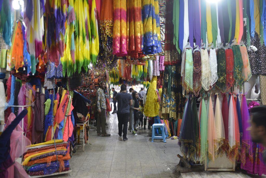 Mercado de sedas en Shiraz. Irán