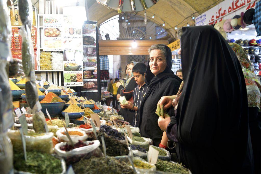 Comprando especias. Bazar de Shiraz