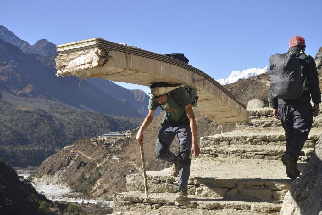 Sherpa en el Himalaya. Nepal