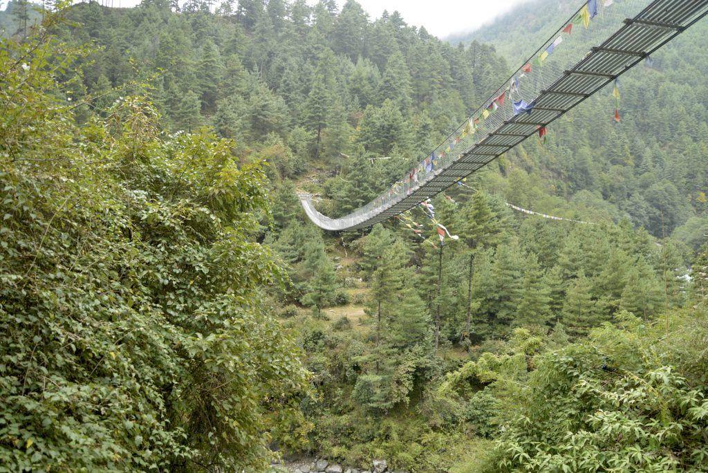 Puente catenaria. Phadding, Nepal