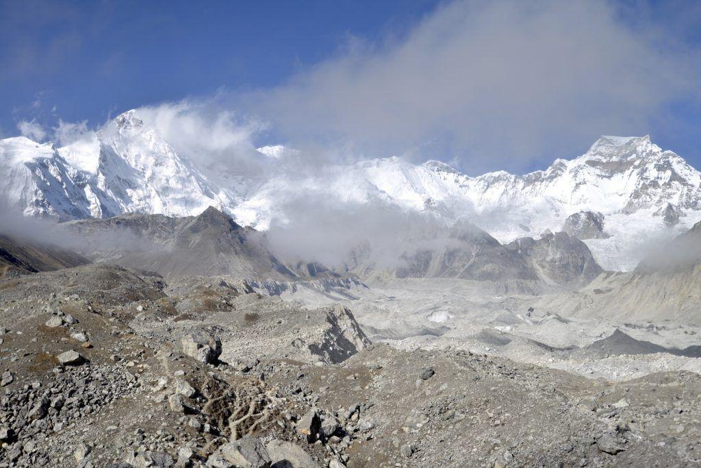 Circo glaciar de Nzogmpa y pico Cho Oyu