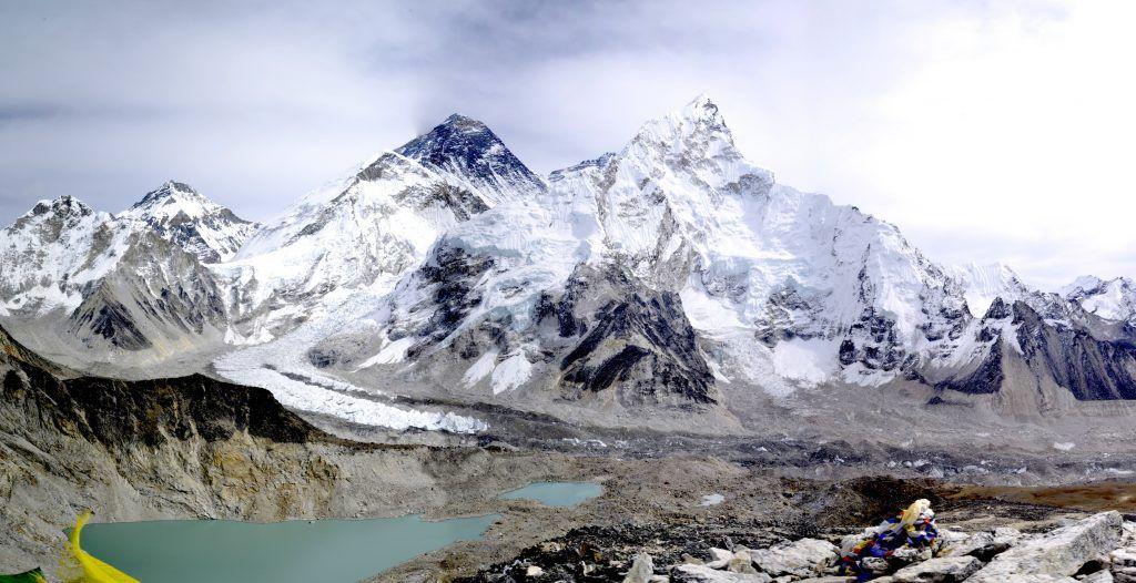Circo glaciar de Khumbu y monte Sagarmatha. Nepal