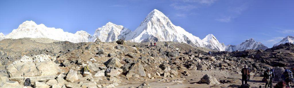 Sherpas en la morrena de Lobuche. Nepal